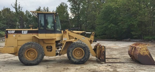 cat 938F and bucket